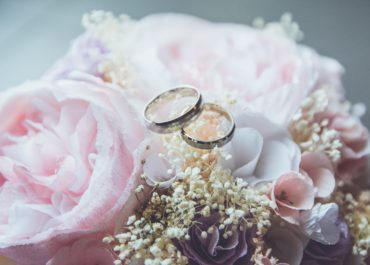 How to find Wedding Jewelry that sizzles but won't make your wallet fizzle